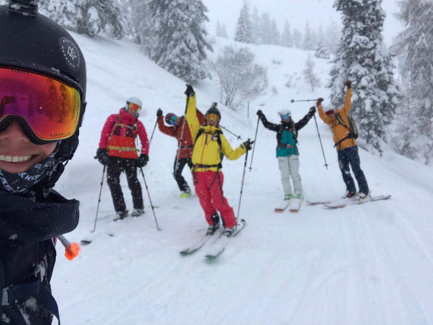 Munich Mountain Girl Nina Schwind mit ihrer Power-Crew