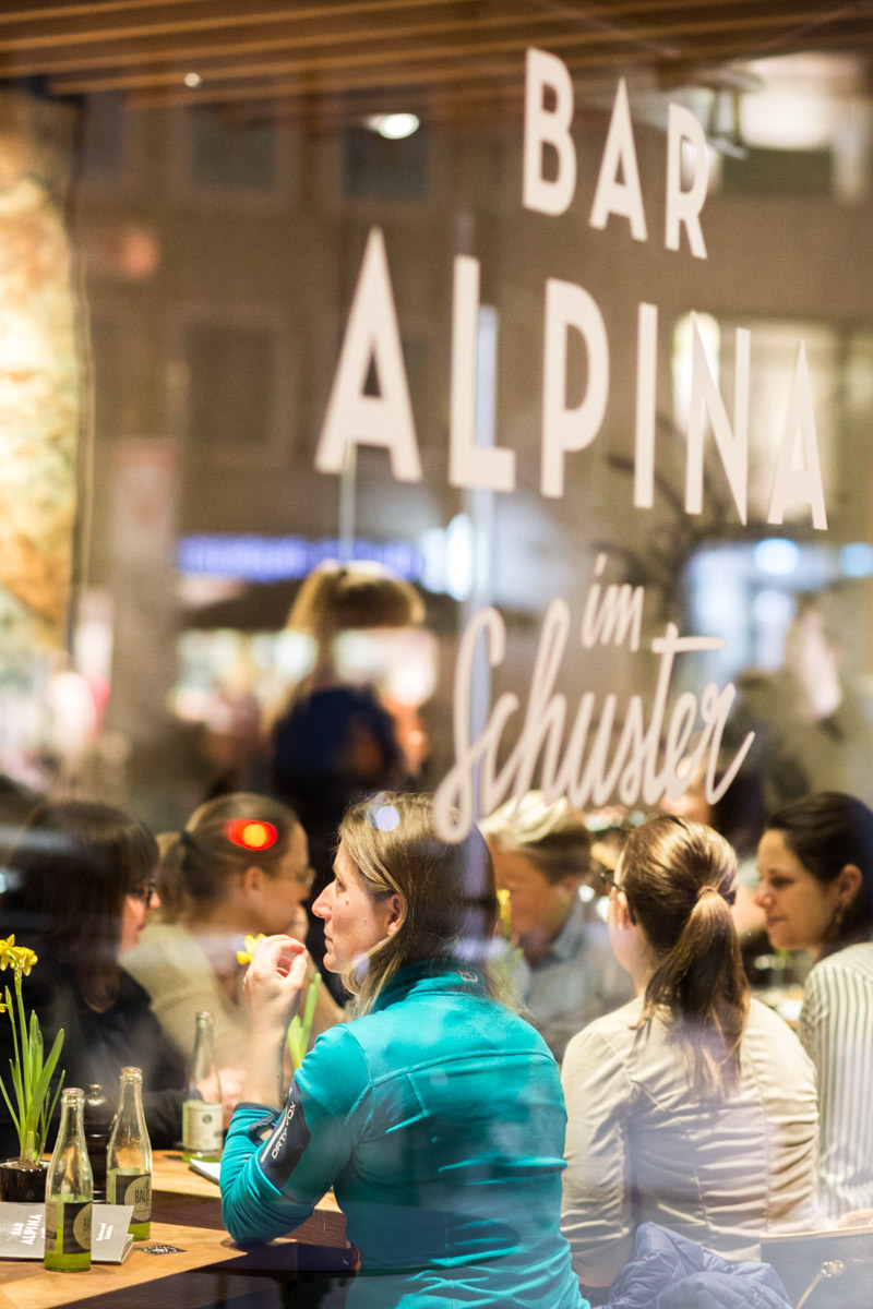 Munich Mountaingirls – Bar Alpina