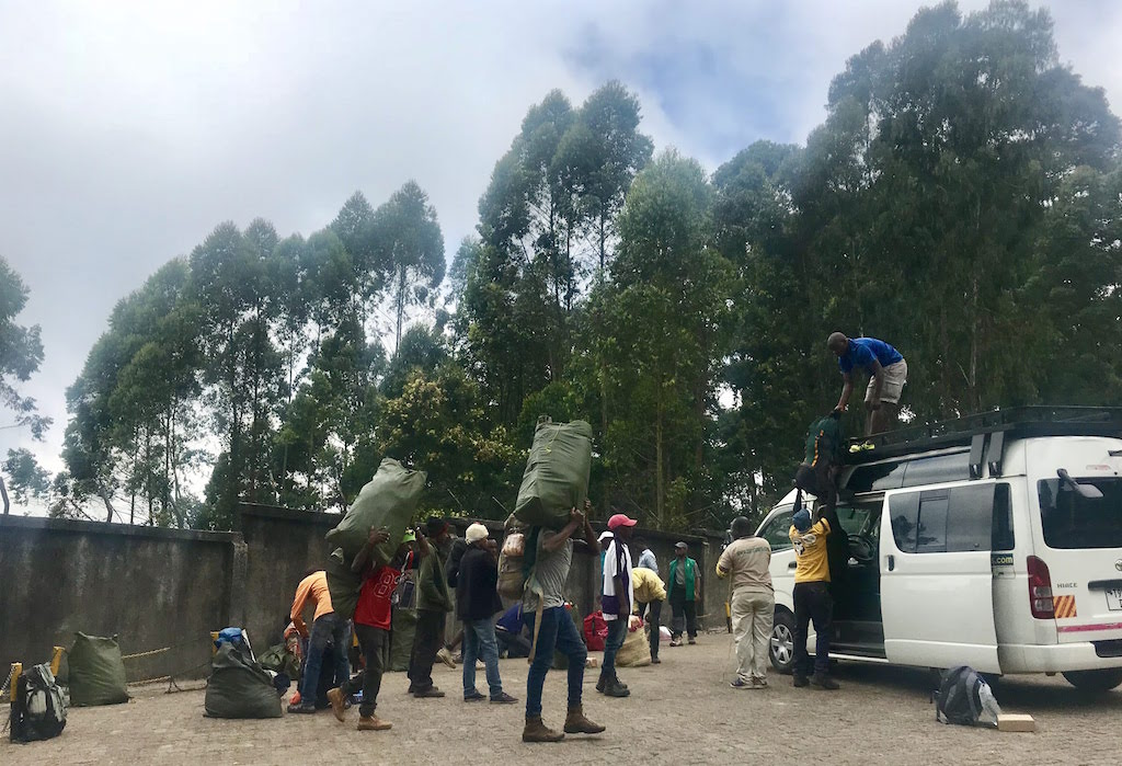 kilimandscharo tour munich mountain girls porter