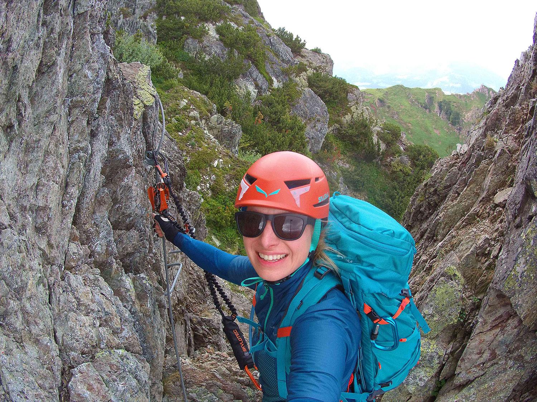 Munich Mountain Girl Katharina Steglegger im Klettersteig Henne in fieberbrunn