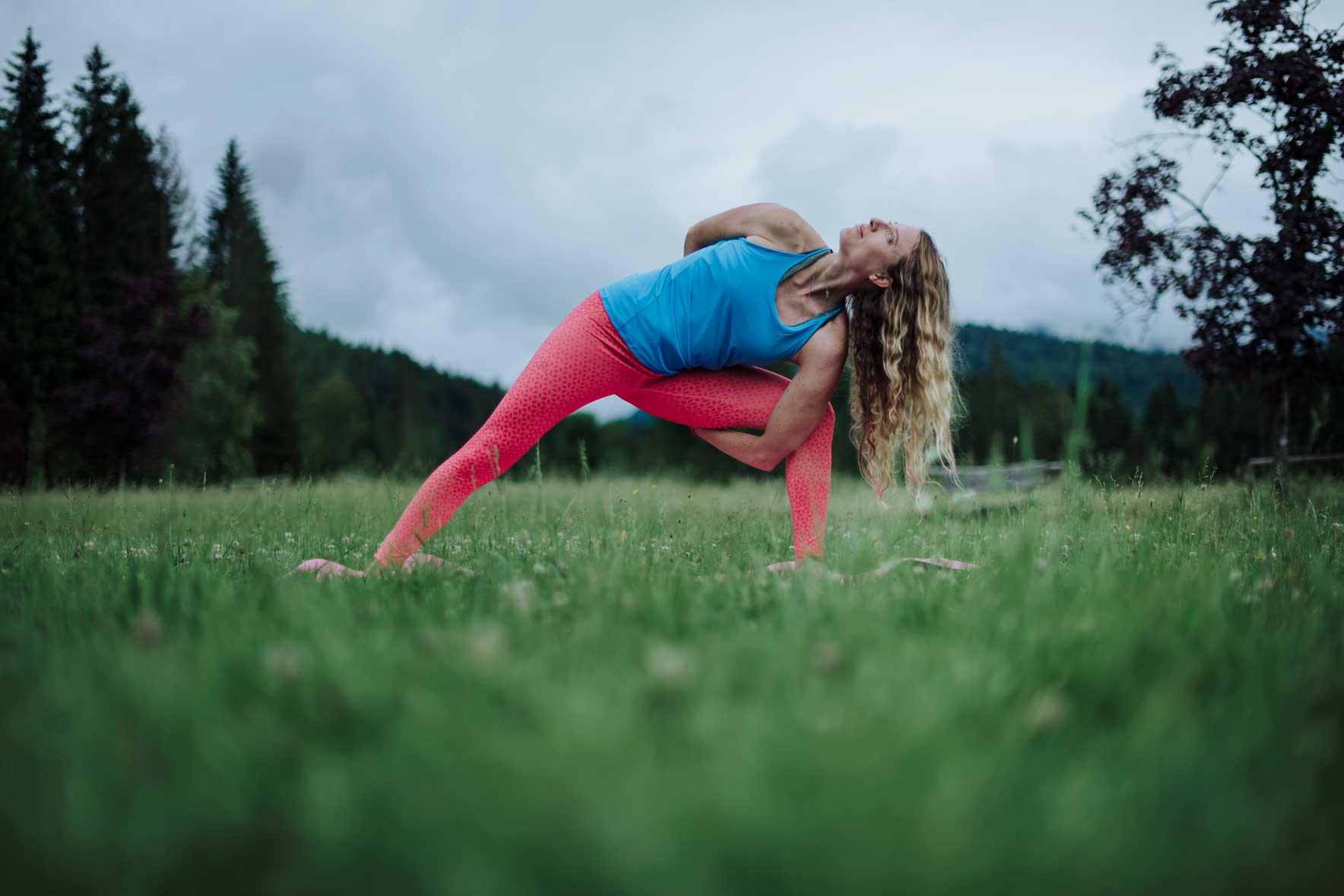 salomon-any-path-your-way-yoga-christine-prechsl-munichmountaingirls-claudia-ziegler