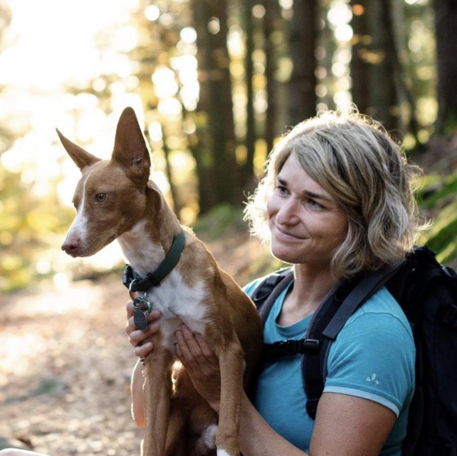 anna-weiss-(C) Mirjam Milad_Bester Begleiter überhaupt spanischer Straßenhund, Trail- und Powderdog Mojito