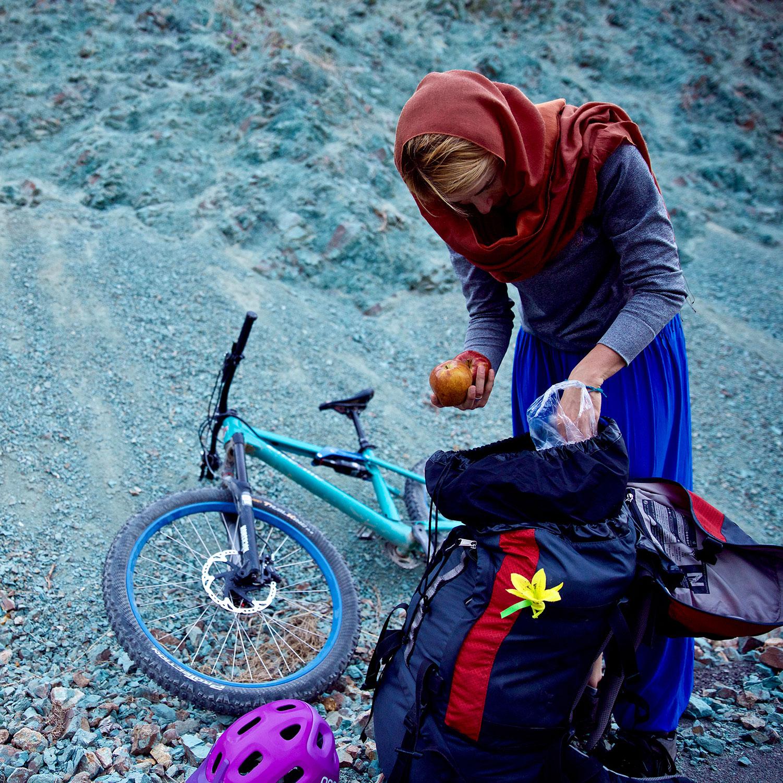 anna-weiss-Fuer-eine-Reportage-ueber-Bikerinnen-im-Iran