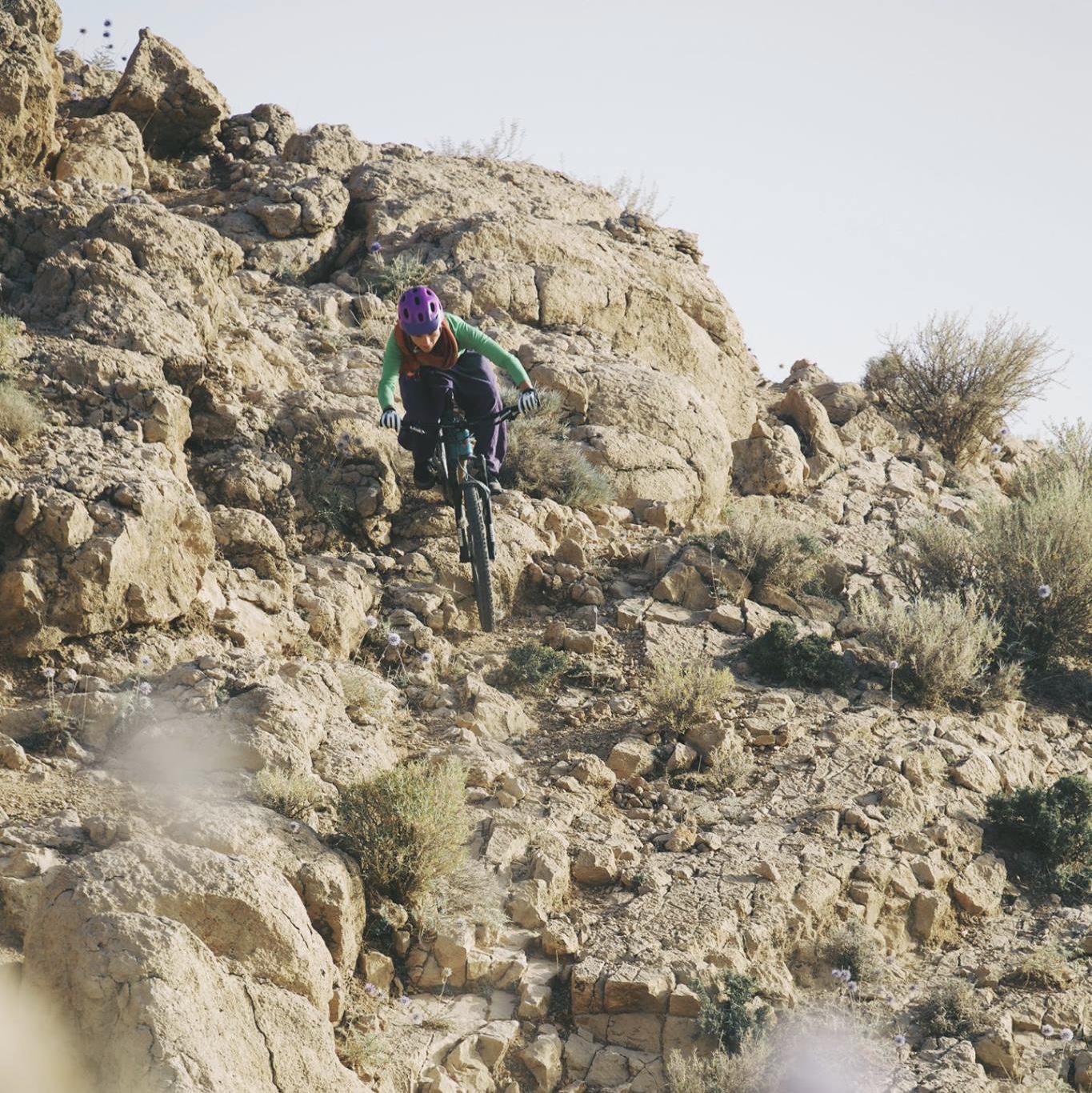 anna-weiss-Mountainbiken im Zagros Gebirge nahe Shiraz Iran_C Andrea Gaspar-Klein