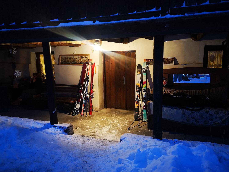 Bergfreundinnen-Skitouren-Georgien-villa mestia