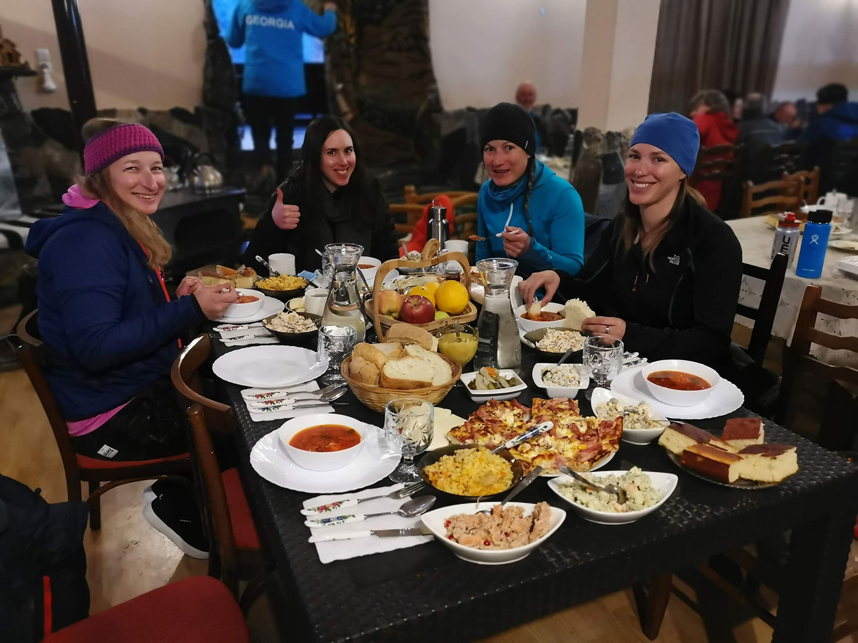 Skitouren-Georgien-hanna-helen-tanja-lena-guesthouse ushguli