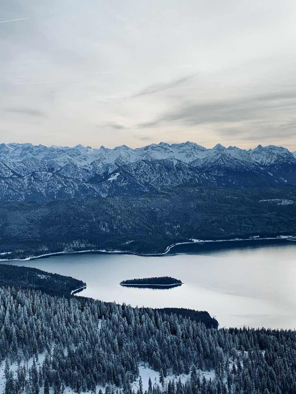 winterwandern-walchensee-aussicht