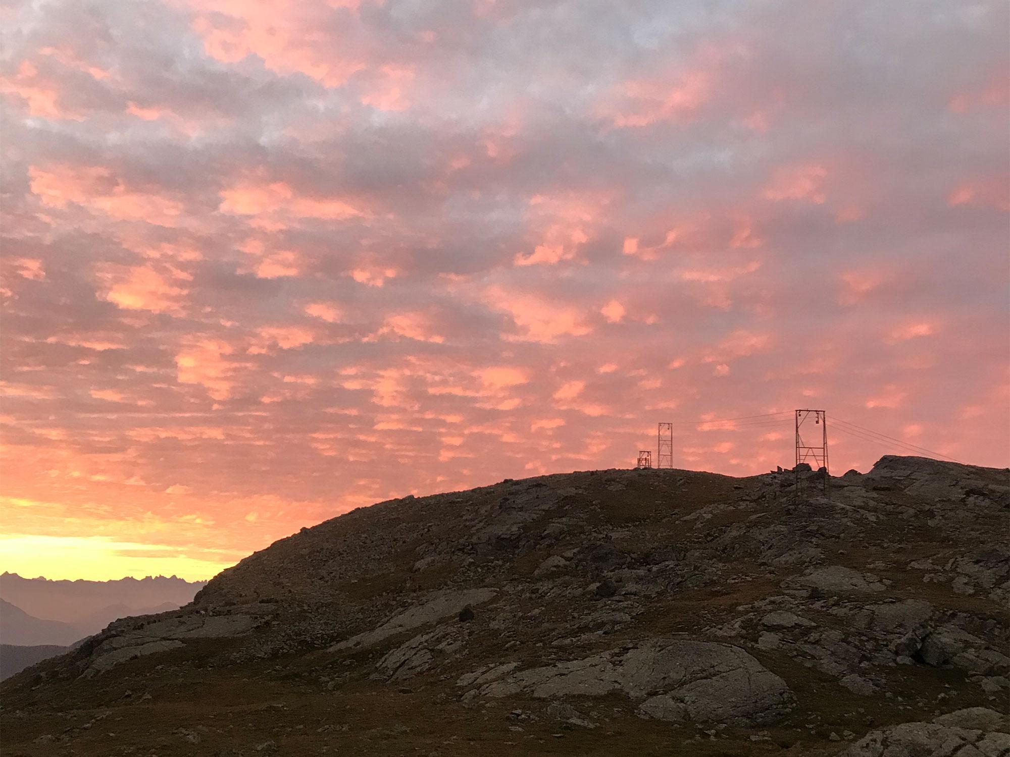 mmg-huettenwandern-tipps-morgenhimmel